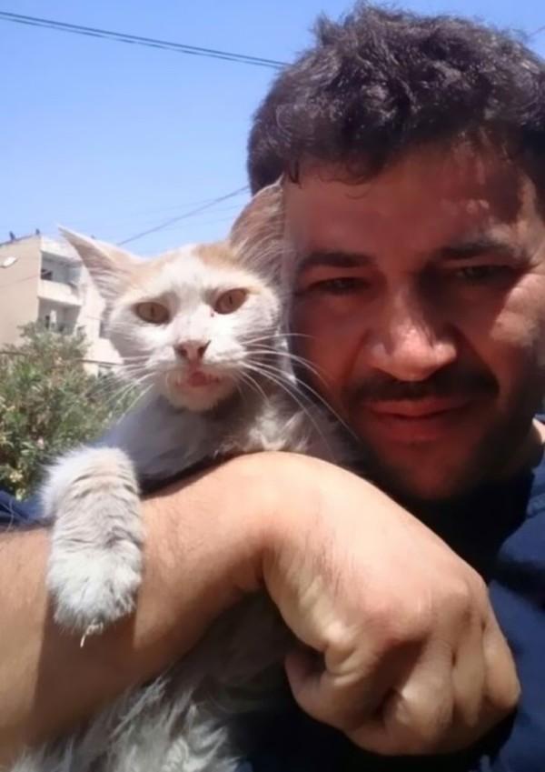 世界圖輯:敍利亞暖男給流浪喵星人一個家