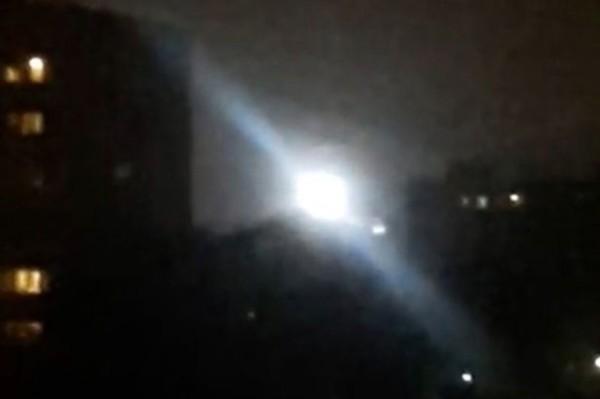 俄羅斯夜空驚現球狀白光 停民居上空久不散