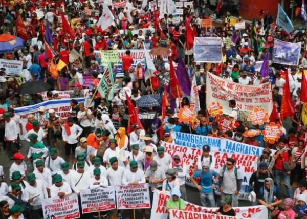 迪泰特上任百日 支持者遊行要求停止殺毒販