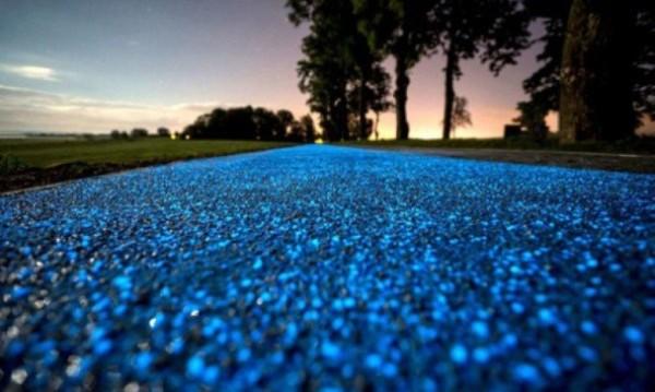 波蘭太陽能單車路 漆黑發出閃閃藍光