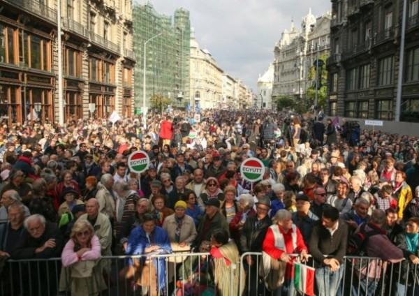 匈牙利數千人上街 抗議政府腐敗爭新聞自由