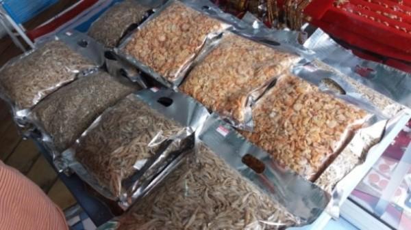 馬國不良商人噴液體 蝦米即變「新鮮」