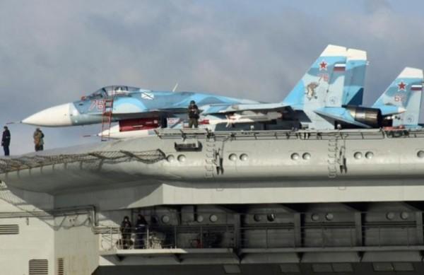 俄航母穿過英倫海峽 槍炮對準英國領土